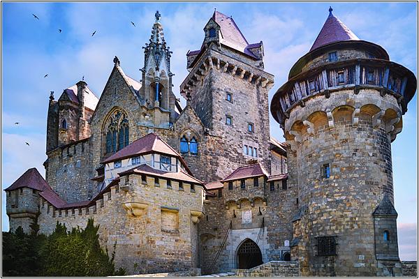 Замок Кройценштайн в Австрии