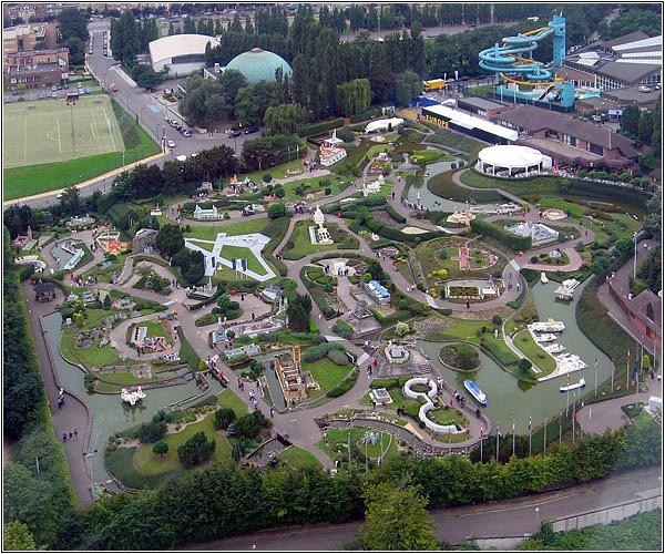 Вид на Парк Мини-Европа с Атомиума