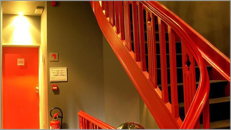 Красная лестница