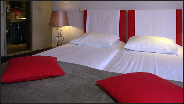 Кровать в Monty Small Design Hotel