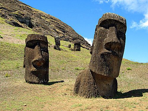 Загадочные моаи на острове Пасхи