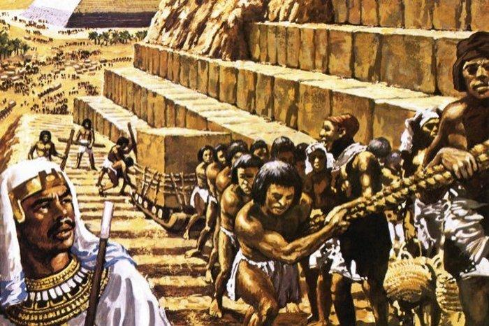 Рабы строят пирамиду для фараона