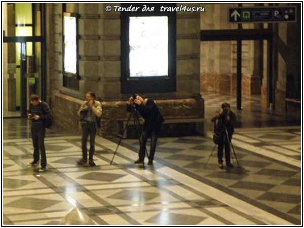 Бельгия. Антверпен. Фотографы на вокзале.