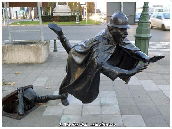 Смешная скульптура в Брюсселе