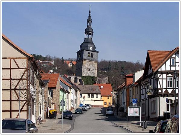 Падающая колокольня Верхней церкви в городе Бад-Франкенхаузен-Кифхойзер