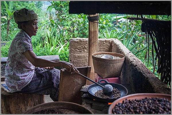 Приготовление кофе на Бали