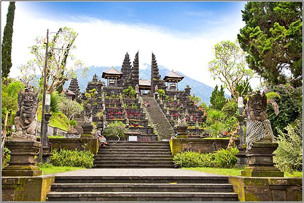 Храм Пура Бесаки на Бали