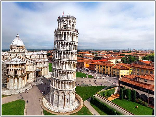 Падающая Пизанская башня в Италии