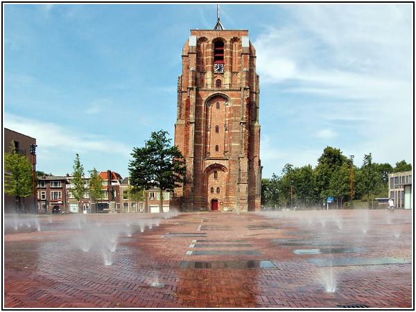 Падающая башня Олдехове в Нидерландах