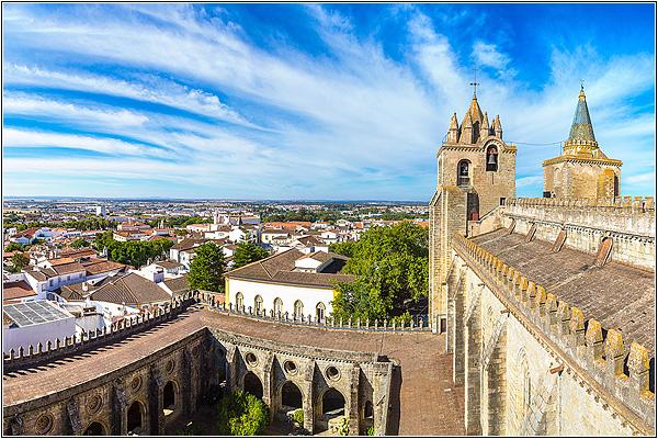 Автобусные туры по Португалии: Эвора
