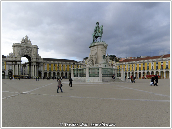 Лиссабонский Медный всадник у триумфальной арки