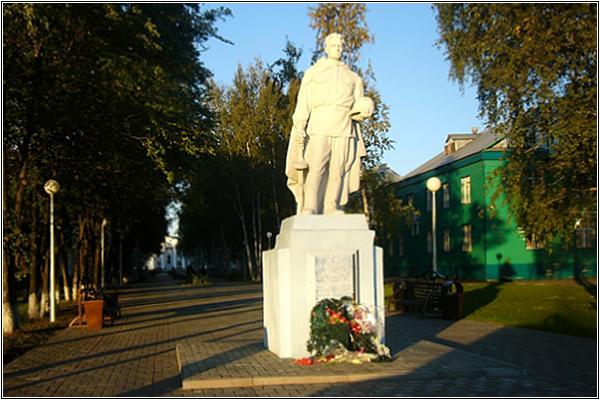Памятник Александру Матросову в Анжеро-Судженске