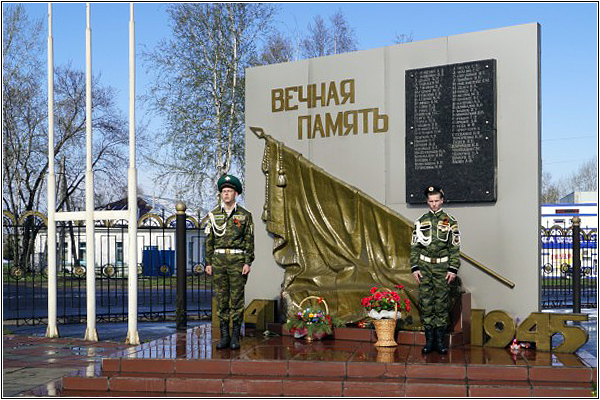 Памятник рабочим машиностроительного завода Анжеро-Судженска