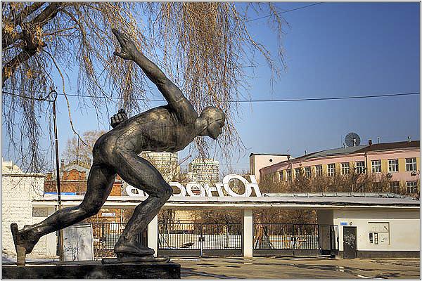 Памятник конькобежцу в Екатеринбурге