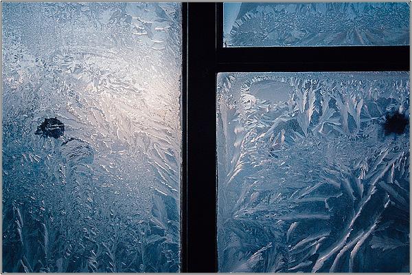 Красивые узоры на окне
