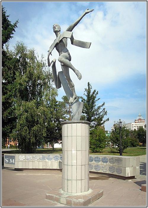 Памятник марафонцам в Омске