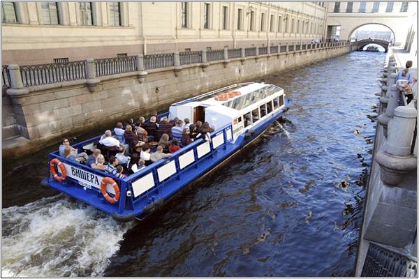 Водные прогулки по Санкт-Петербургу