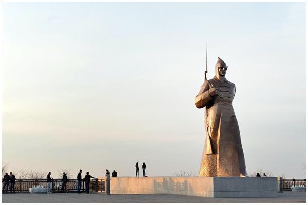 Памятник красноармейцу в Ставрополе