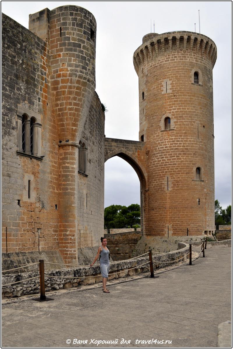 Замок Бельвер (Castell de Bellver)