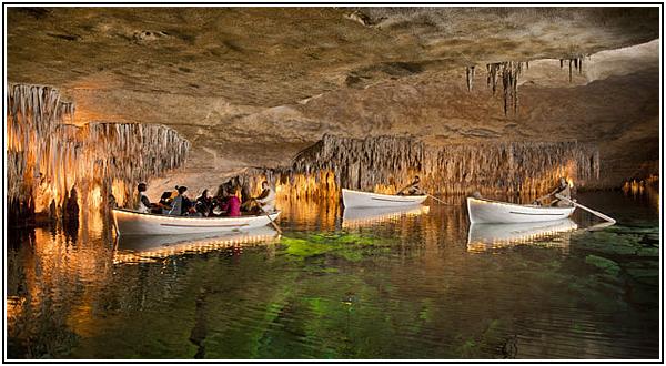 Концерт классической музыки на подземном озере