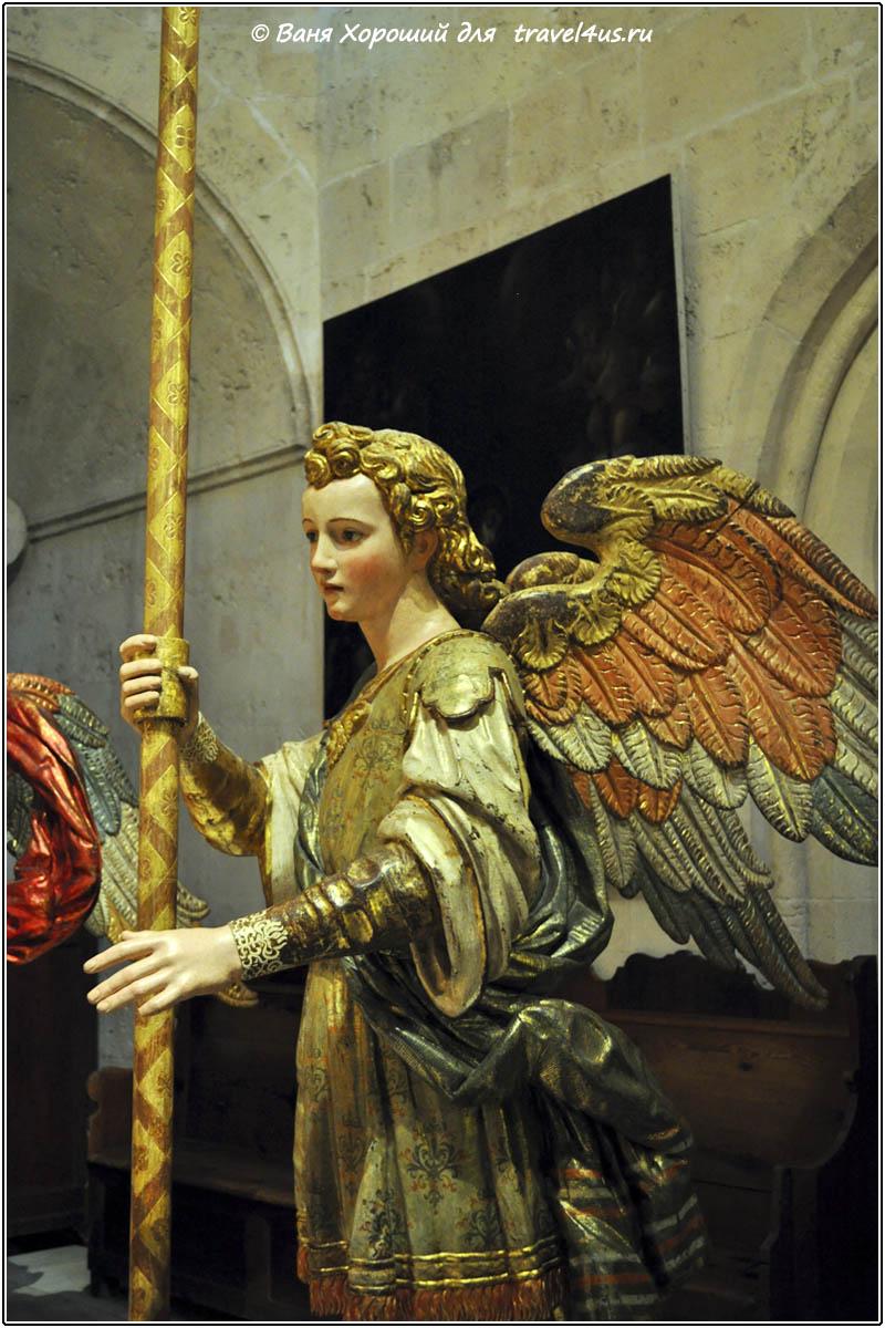 Ангелы в Пальмском кафедральном соборе Санта-Мария