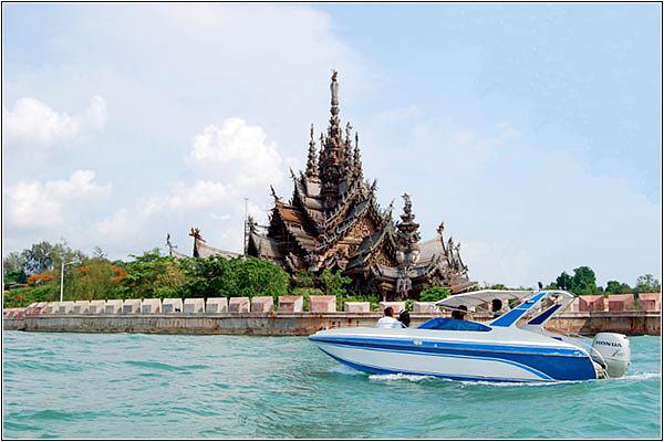 Морская прогулка у Храма Истины
