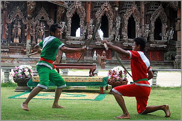 Битва на мечах в Храме Истины
