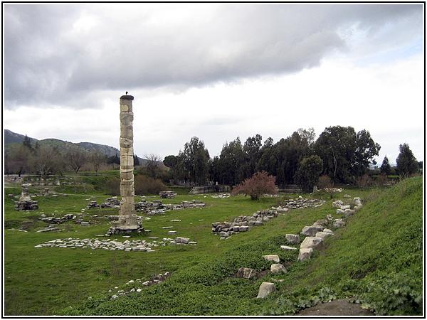 Семь чудес света: руины Храма Артемиды в Эфесе