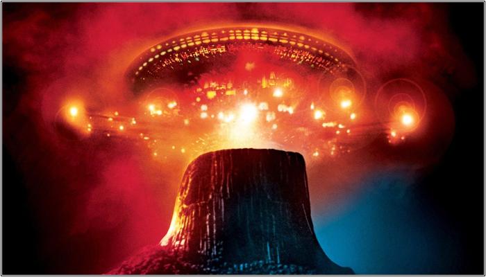 НЛО над Башней Дьявола в США