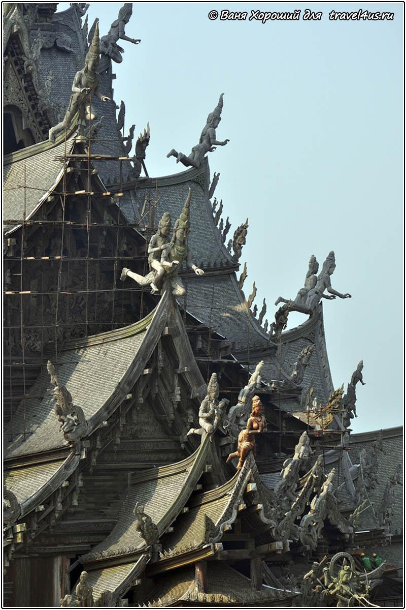 Скульптуры на крыше Храма Истины