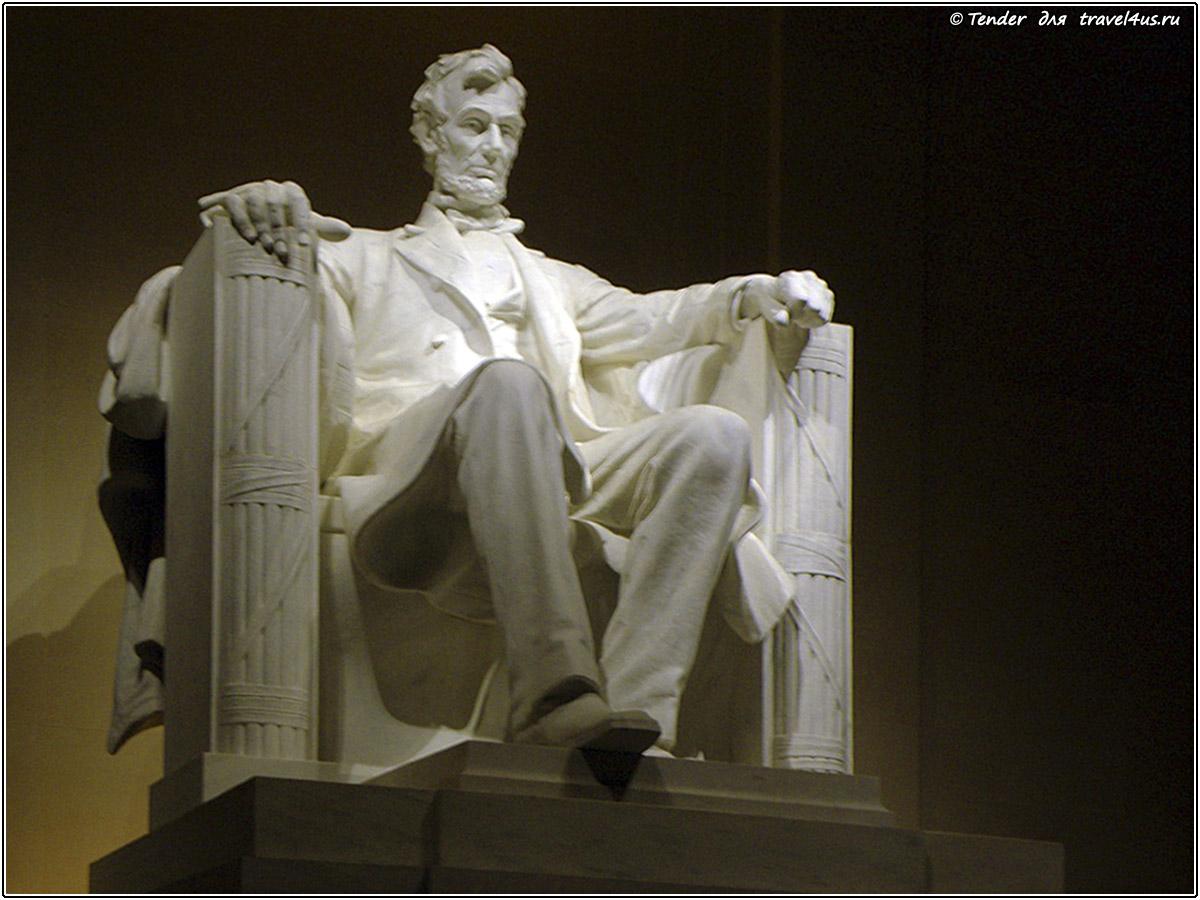 Статуя Линкольна внутри Мемориала Линкольна