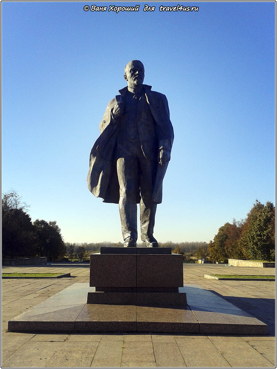 Памятник Владимиру Ильичу Ленину в городе Кириши