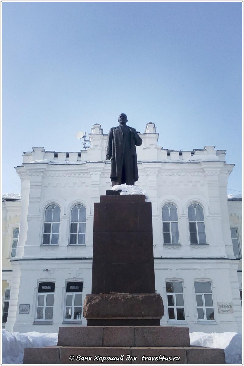 Памятник Ленину в Омске