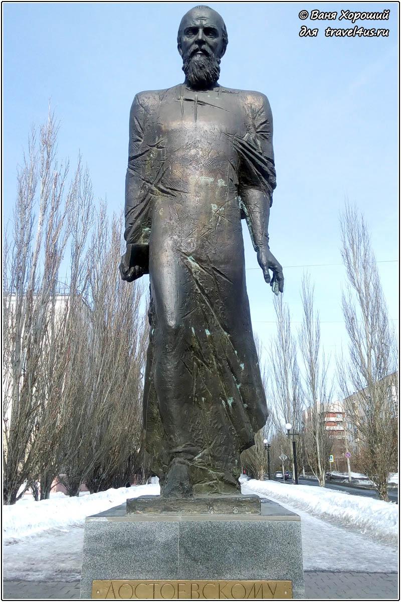 Памятник Достоевскому в Омске