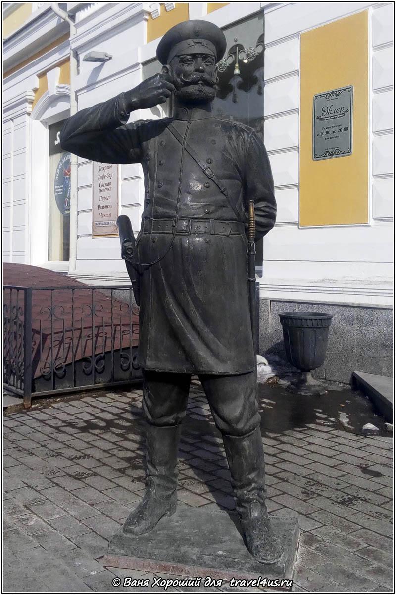 Скульптура Городовой в Омске