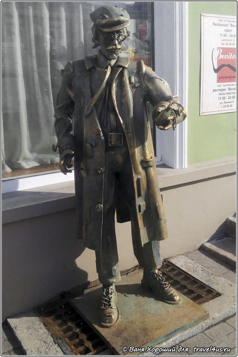 Скульптура Часовщик в Омске