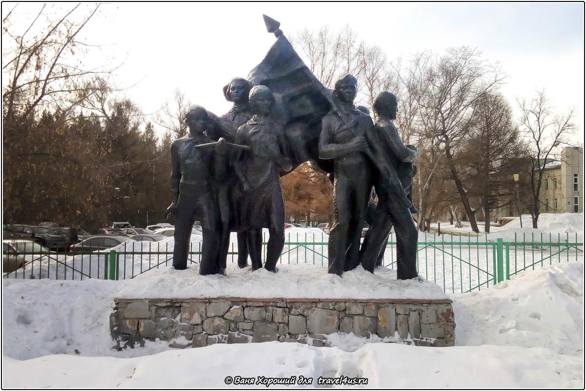 Памятник пионерам в Омске