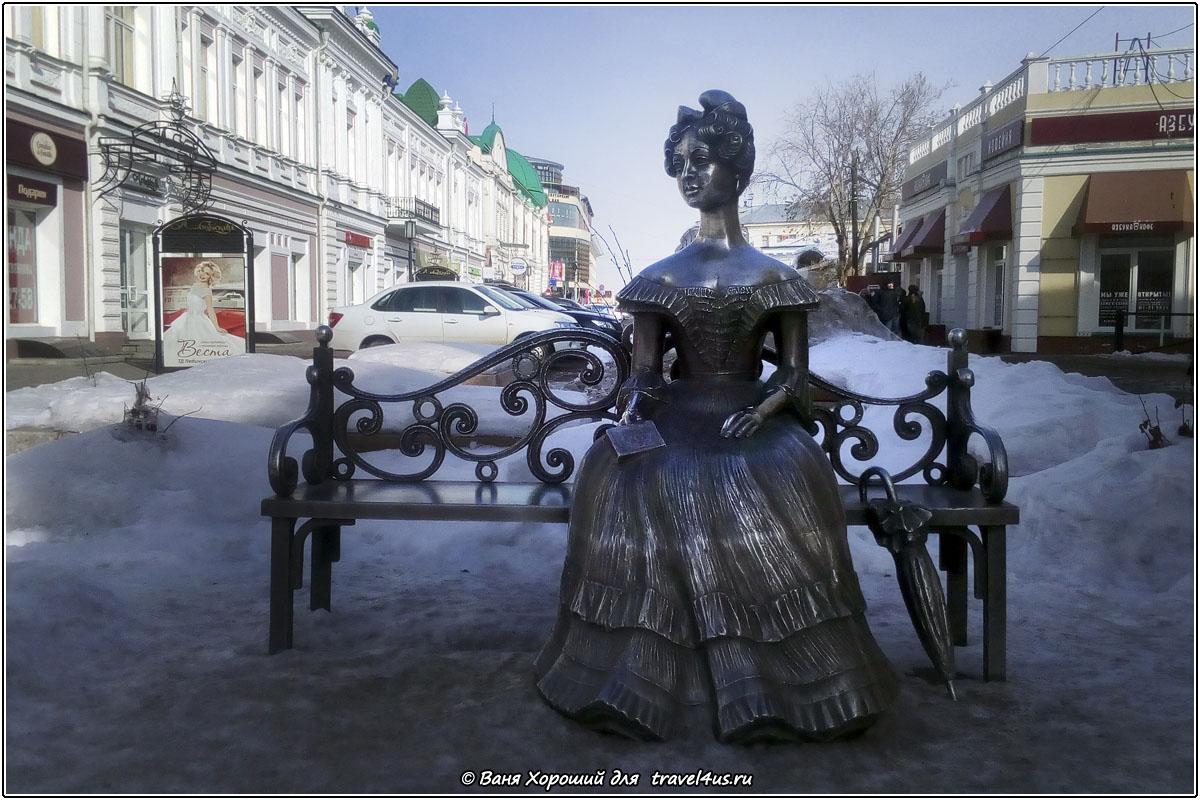 Скульптура Любочка в Омске