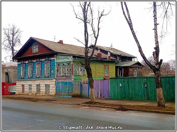 Разноцветный дом в Костроме